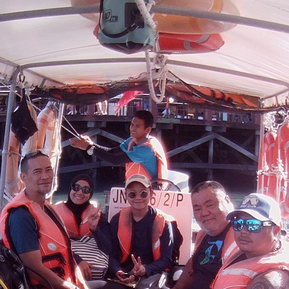 Cik. Amy Mastura and family diving with Dive Borneo Bah.